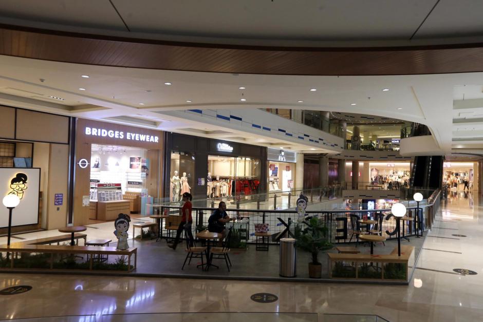Operasional Dibatasi, Pusat Perbelanjaan di Surabaya Sepi-1