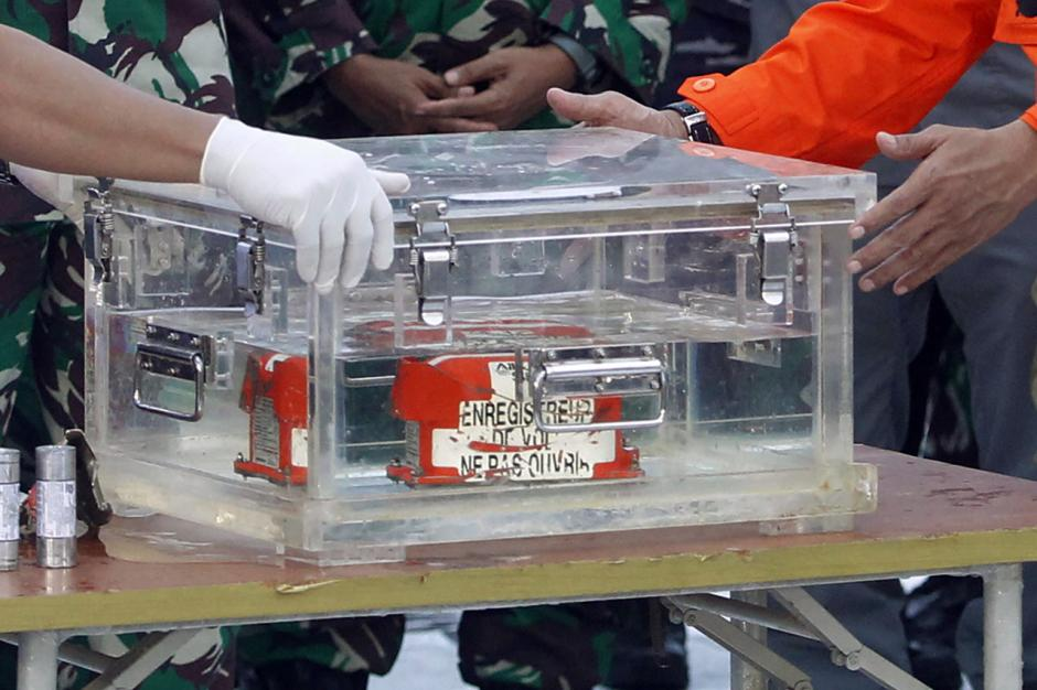 Basarnas Serahkan Black Box Sriwijaya Air SJ182 Kepada KNKT-1