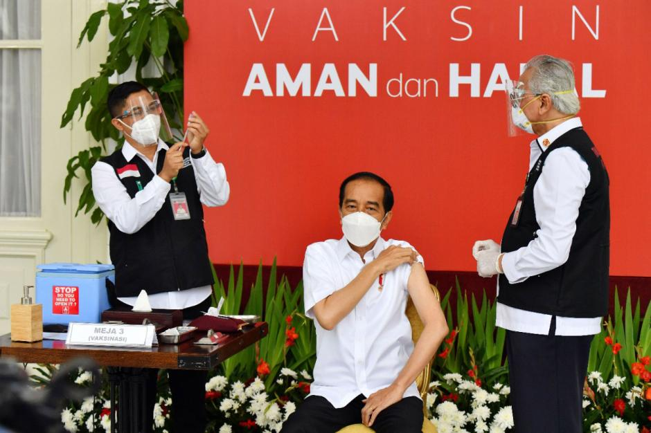 Presiden Jokowi Jadi Orang Pertama Disuntik Vaksin Covid-19-1