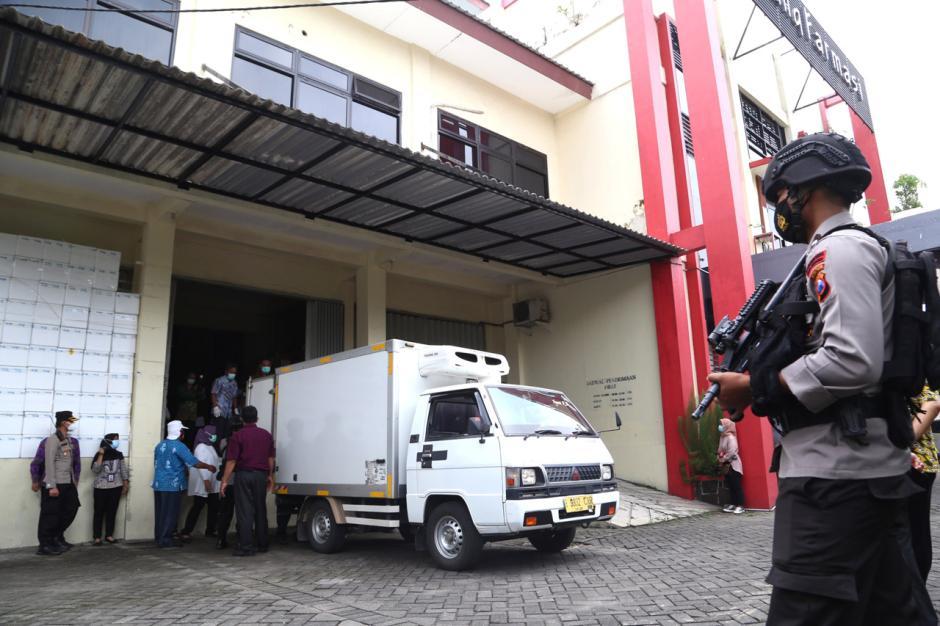 Vaksin Covid-19 Mulai Didistribusikan ke Kota dan Kabupaten di Jawa Timur-2