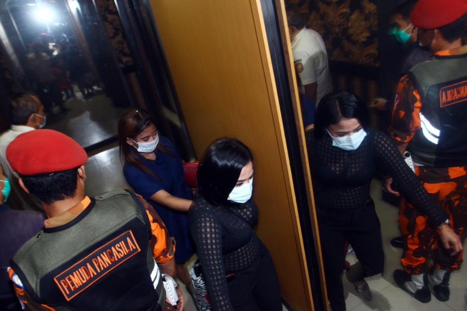 Nekat Beroperasi di Masa PPKM, Tempat Karaoke di Surabaya Disegel-0