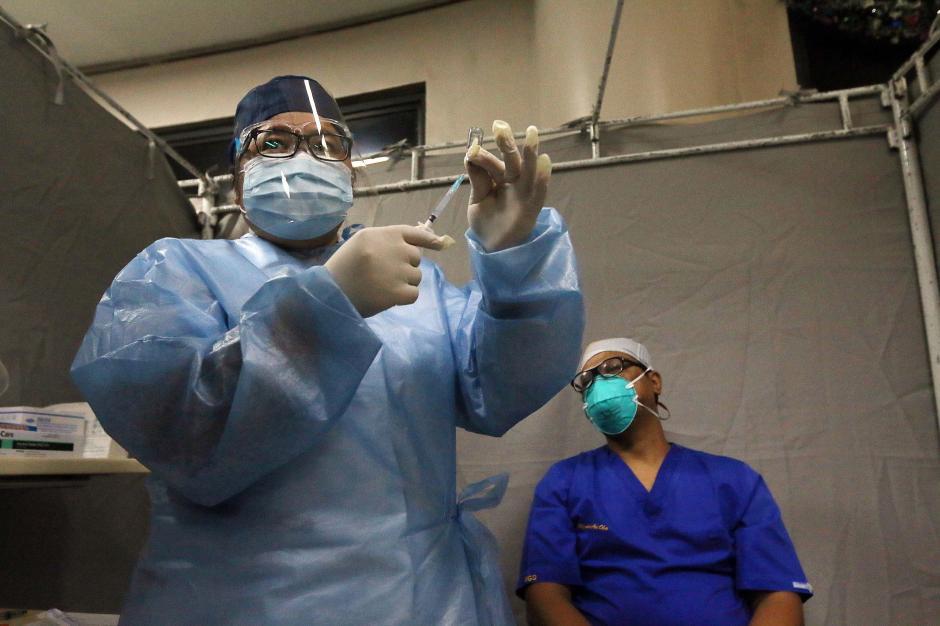 RS Siloam Kebon Jeruk Vaksinasi Covid-19 untuk Tenaga Kesehatan-3