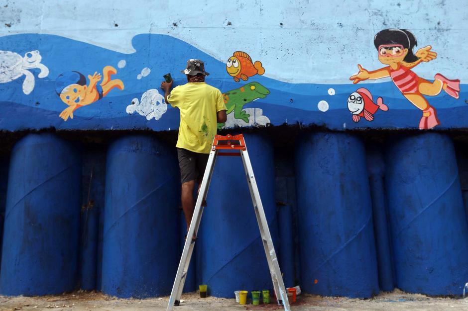 Percantik Kawasan Kali Ciliwung, Seniman Mural Angkat Tema Kehidupan Sungai-0