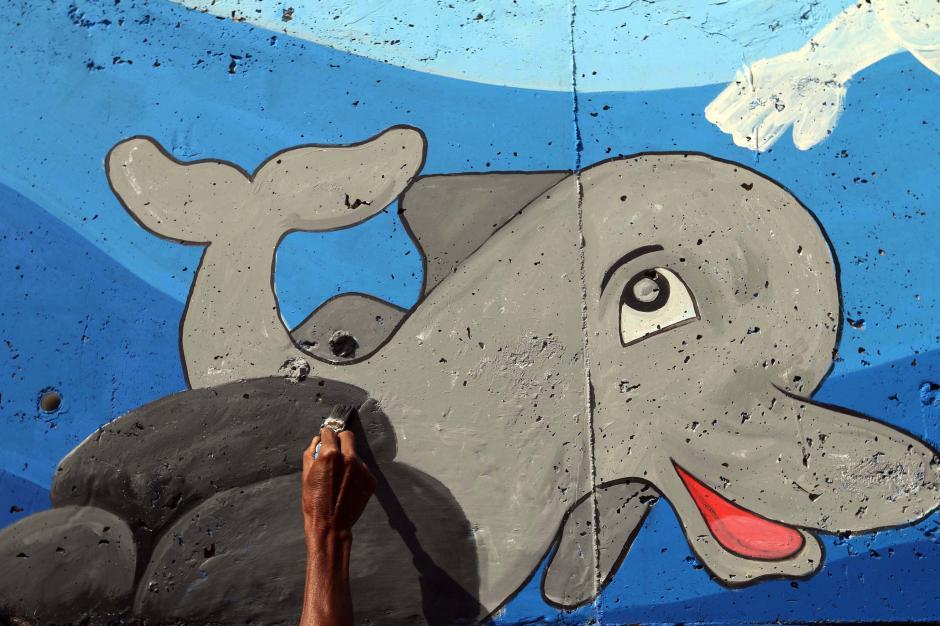 Percantik Kawasan Kali Ciliwung, Seniman Mural Angkat Tema Kehidupan Sungai-5