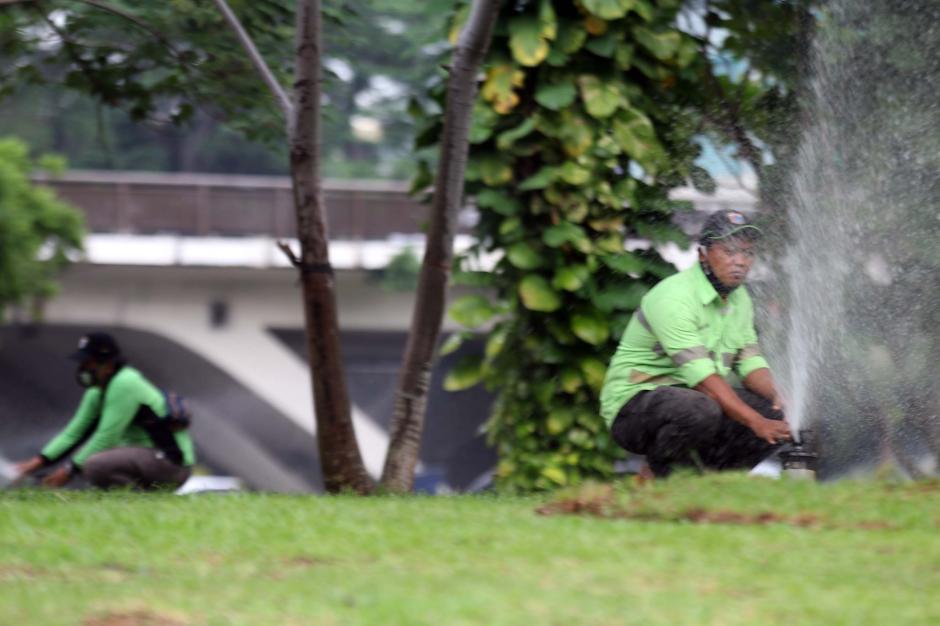 Perawatan Rutin Taman Kota di Kawasan Semanggi-1
