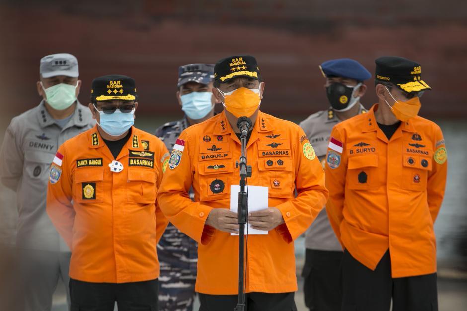 Operasi Pencarian dan Penyelamatan Sriwijaya Air SJ-182 Diperpanjang 3 hari-4