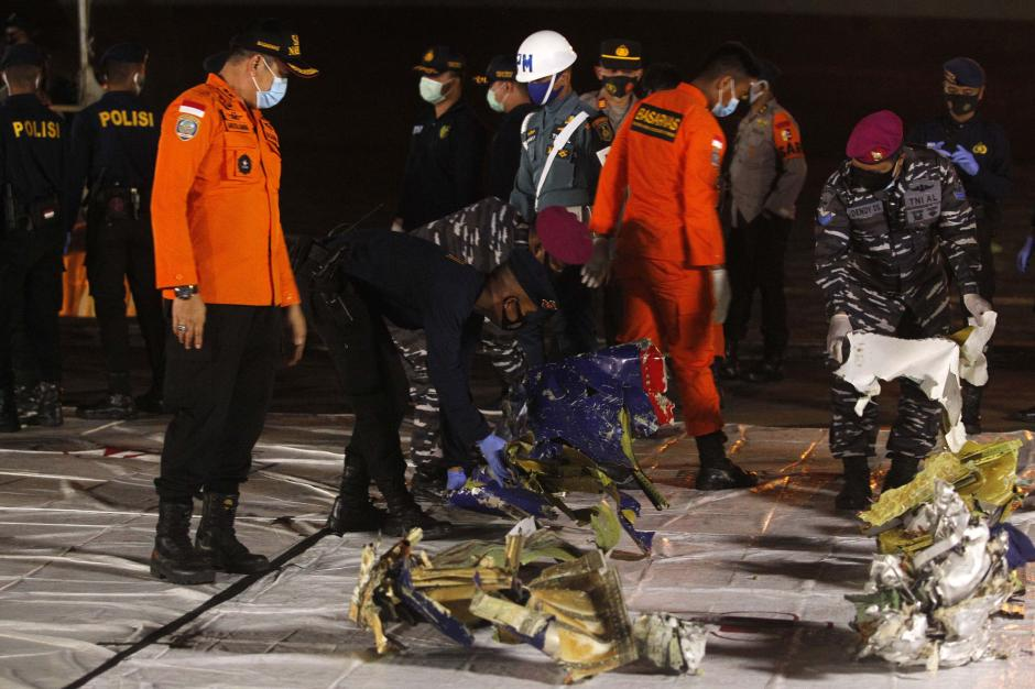Tim Sar Gabungan Temukan Serpihan Pesawat Hingga Baju yang Diduga Milik Penumpang Sriwijaya Air SJ-182-2