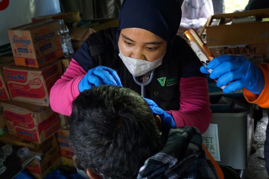 Relawan Evakuasi Korban Gempa Majene Sulbar-1