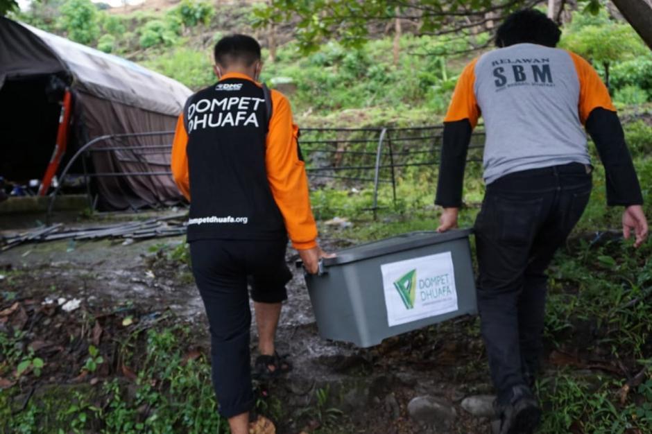 Relawan Evakuasi Korban Gempa Majene Sulbar-4