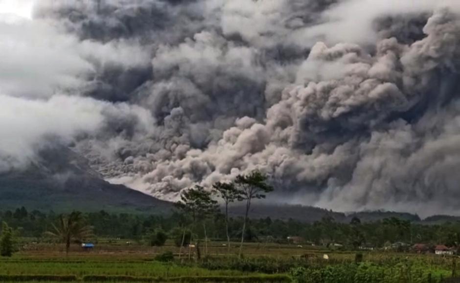 Gunung Semeru Kembali Keluarkan Awan Panas Guguran Sejauh 4,5 Kilometer-3