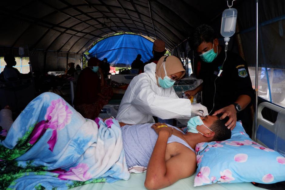 Antisipasi Gempa Susulan, Pasien RSUD Provinsi Sulbar Dirawat di Tenda Darurat-1