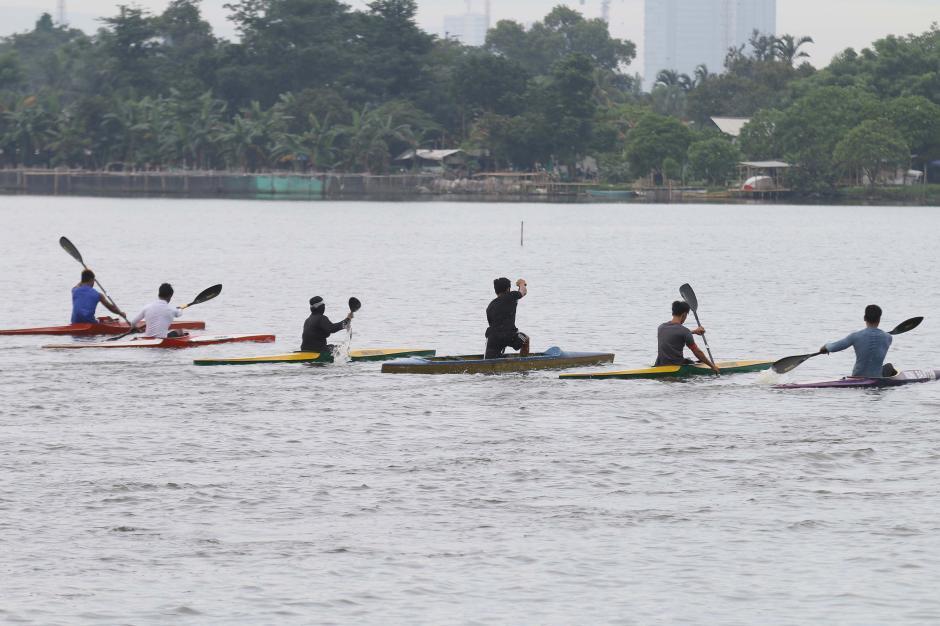 Persiapan Hadapi PON XX, Atlet Dayung Banten Berlatih Rutin di Situ Cipondoh-1