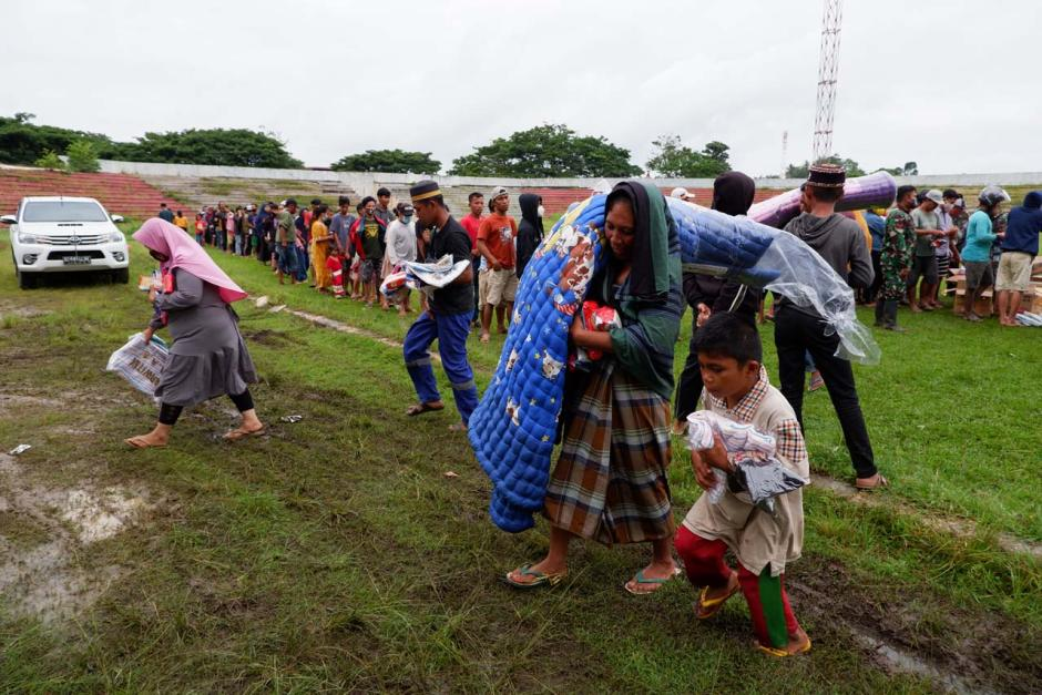 Dharma Pertiwi Peduli TNI Salurkan Bantuan ke Ratusan Pengungsi Gempa Mamuju-1