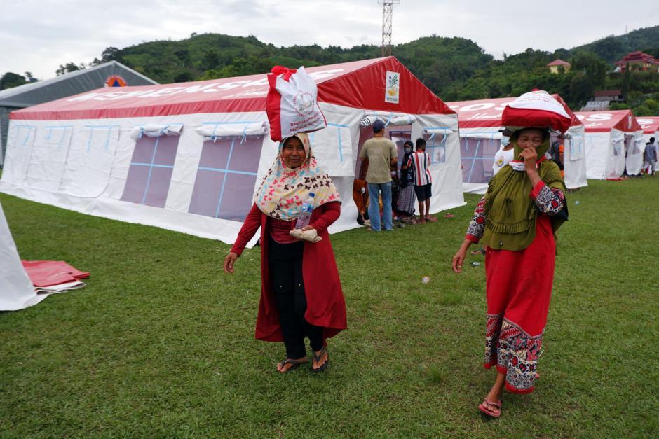 Permudah Distribusi Bantuan, Kemensos Pusatkan Pengungsian Korban Gempa Majene di Stadion Manakarra Mamuju-4