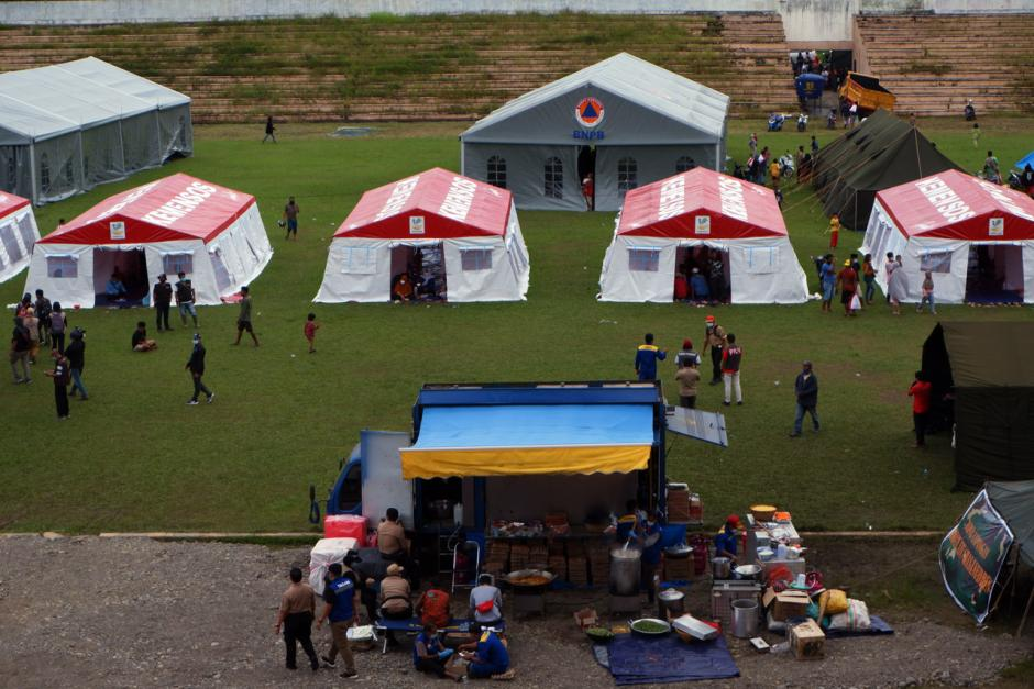 Permudah Distribusi Bantuan, Kemensos Pusatkan Pengungsian Korban Gempa Majene di Stadion Manakarra Mamuju-3