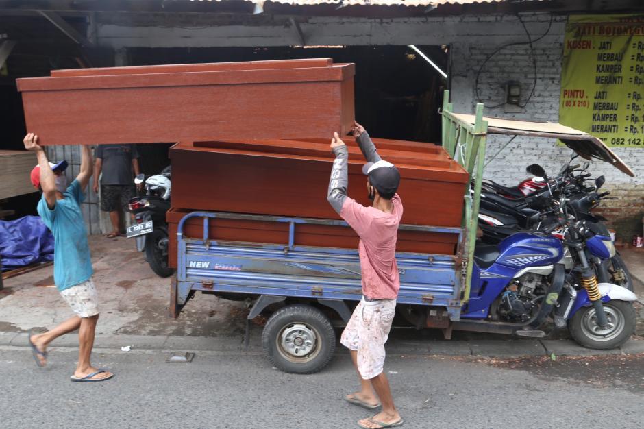 Permintaan Peti Mati Jenazah Khusus Covid-19 di Surabaya Meningkat-3