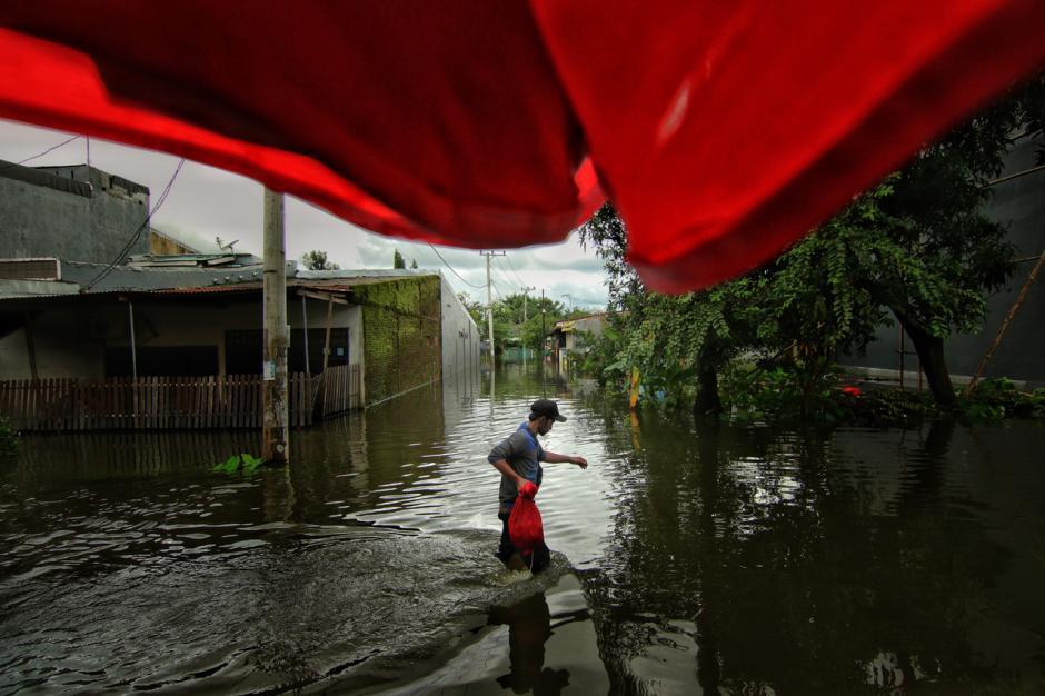 Banjir Rendam Permukiman Warga di Kawasan Antang Blok 10 Makassar-3