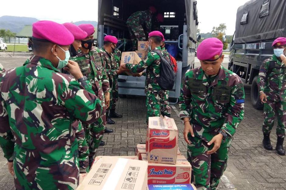 TNI AL Distribusikan Bantuan kepada Korban Gempa Majene-1