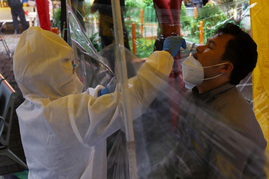 Cegah Penularan Covid-19, Kru Bus dan Penumpang di Terminal Kalideres Ikuti Rapid Test Antigen Gratis-1