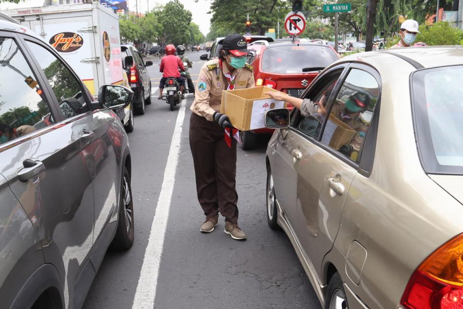 Bencana Melanda, Pramuka Kumpulkan Donasi di Jalan Raya-0