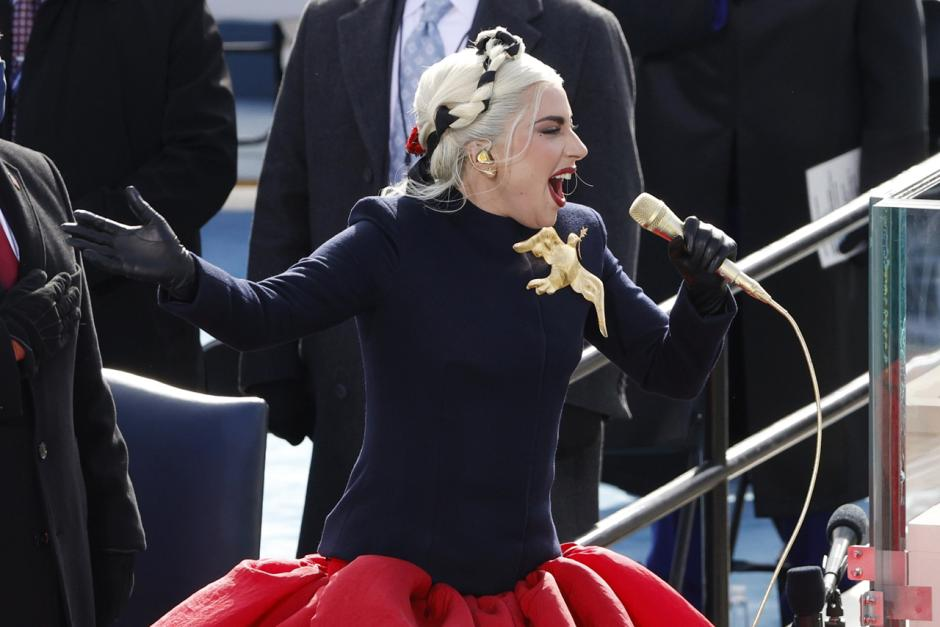 Lady Gaga Nyanyikan Lagu Kebangsaan AS saat Pelantikan Biden-2
