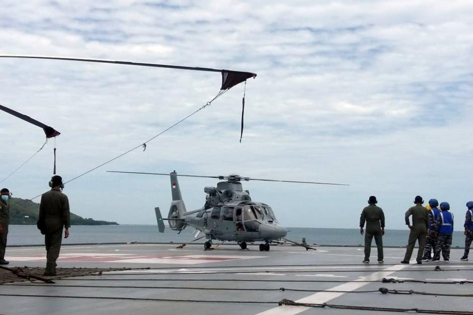 Kerahkan Helikopter, TNI AL Distribusikan Bantuan untuk Korban Gempa Majene-3