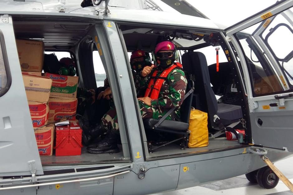 Kerahkan Helikopter, TNI AL Distribusikan Bantuan untuk Korban Gempa Majene-2