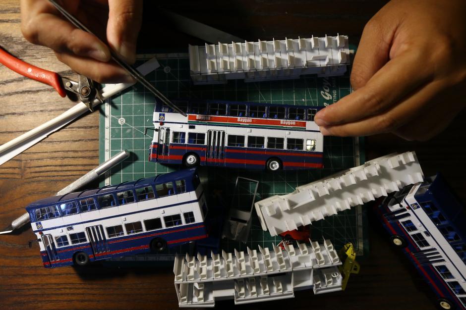 Dikerjakan Selama 4 Hari, Miniatur Bus Klasik ini Dibanderol Rp 500 Ribu-2