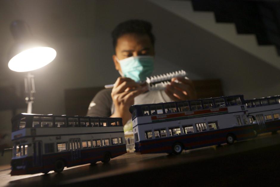 Dikerjakan Selama 4 Hari, Miniatur Bus Klasik ini Dibanderol Rp 500 Ribu-1