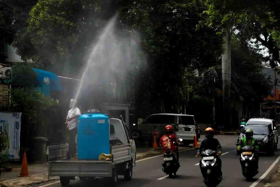 Kasus Baru Covid-19 di Jakarta Tak Kunjung Reda, Penyemprotan Disinfektan Digencarkan-0