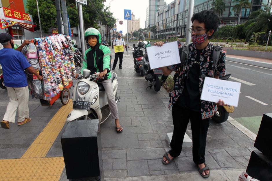 Aksi Peringatan Hari Pejalan Kaki Nasional-1