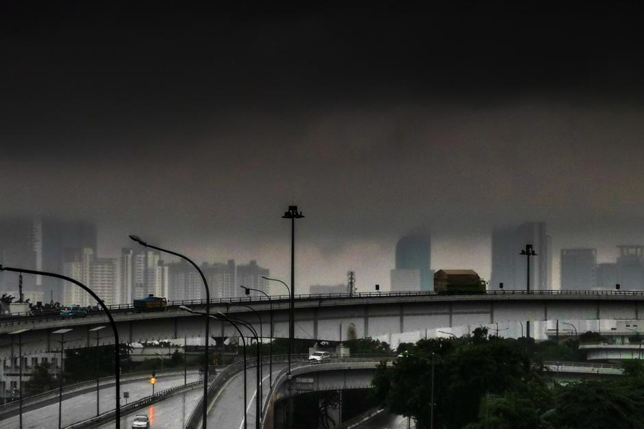 Jakarta Diguyur Hujan Seharian, BMKG Keluarkan Peringatan Potensi Angin Kencang dan Kilat-0