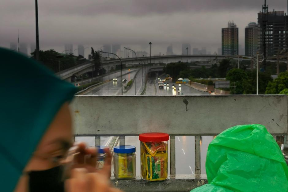 Jakarta Diguyur Hujan Seharian, BMKG Keluarkan Peringatan Potensi Angin Kencang dan Kilat-2