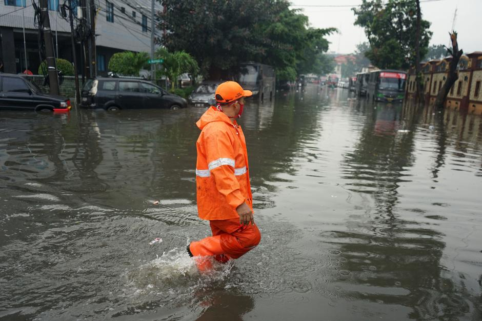 Banjir Setinggi 70 Cm Rendam Kawasan Jalan Trunojoyo-1