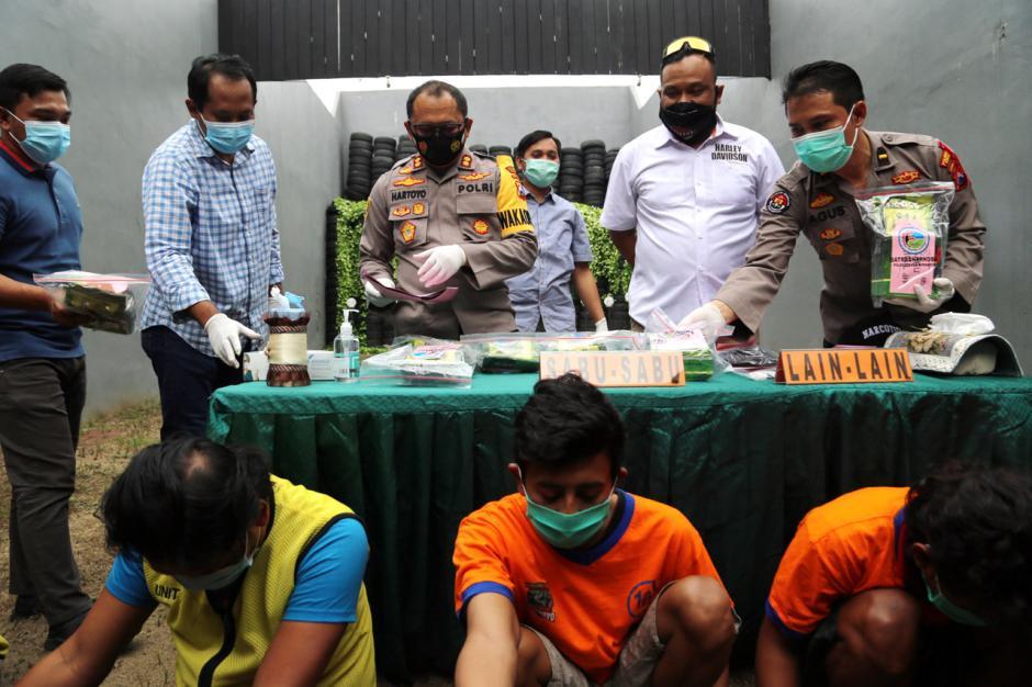 Satreskoba Polrestabes Surabaya Amankan 8 Kg Sabu Jaringan Jawa-Sumatra-0