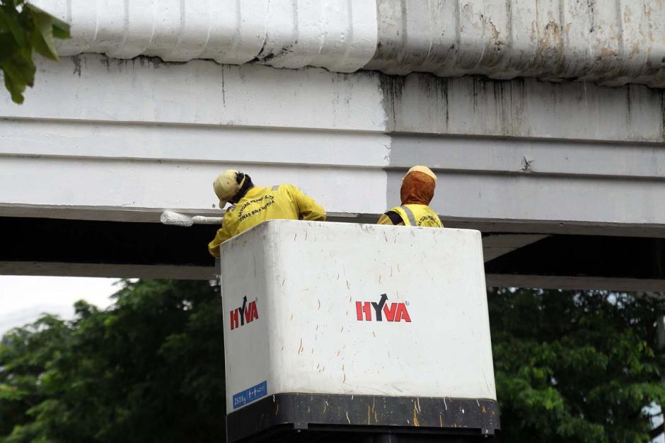 Perawatan JPO Sudirman, Bina Marga DKI Lakukan Pengecatan-3