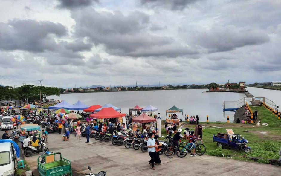 Menikmati Suasana Santai di Waduk Borong-0