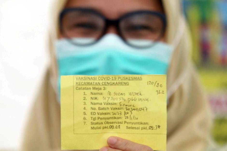 Tenaga Kesehatan di Cengkareng Disuntik Vaksin Covid-19 Tahap Kedua-1
