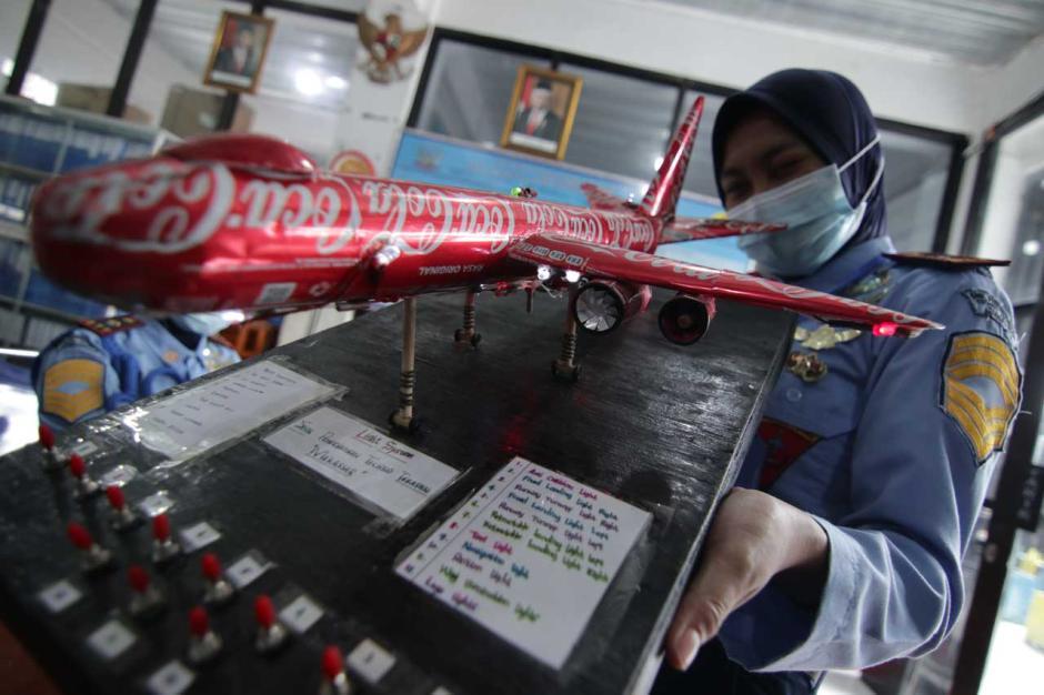 Keren, Siswa SMK Ini Buat Miniatur Pesawat Berbahan Dasar Limbah Kaleng-4