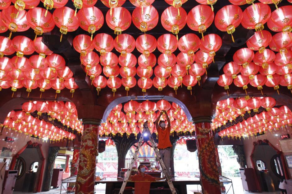 Sambut Perayaan Imlek, Kelenteng Boen San Bio Tangerang Pasang 800 Lampion-4