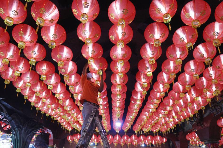 Sambut Perayaan Imlek, Kelenteng Boen San Bio Tangerang Pasang 800 Lampion-2