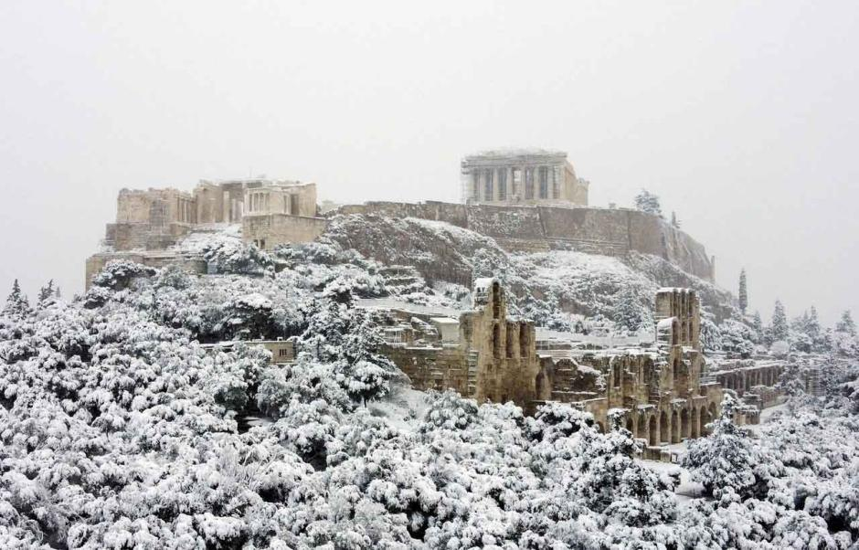 Salju Tebal Tutupi Kuil Parhenon di Athena-1