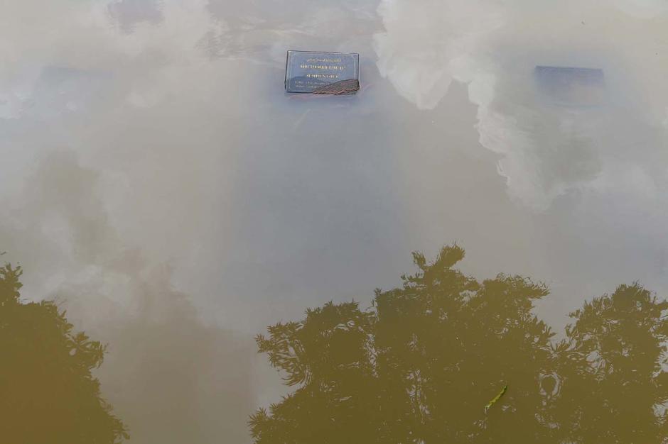 Kali Krukut Meluap, TPU Jeruk Purut Terendam Banjir-4