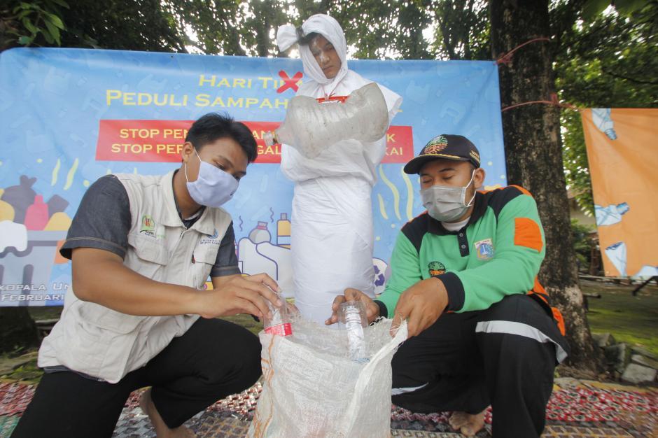Aksi Stop Peradaban Galon Sekali Pakai Peringati Hari Peduli Sampah Nasional-1