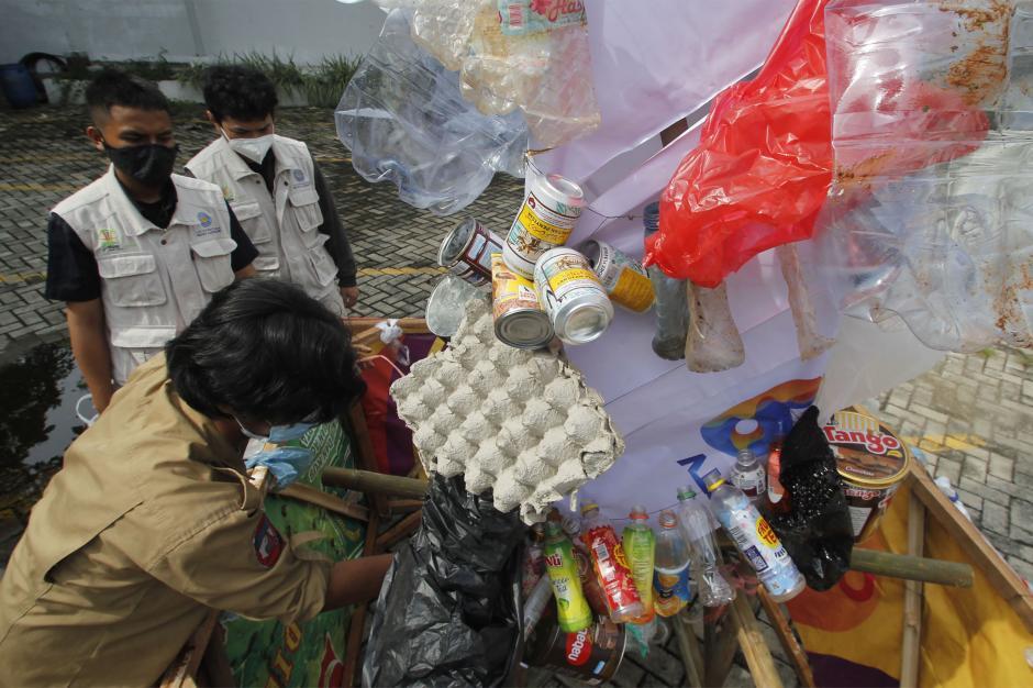 Aksi Stop Peradaban Galon Sekali Pakai Peringati Hari Peduli Sampah Nasional-2