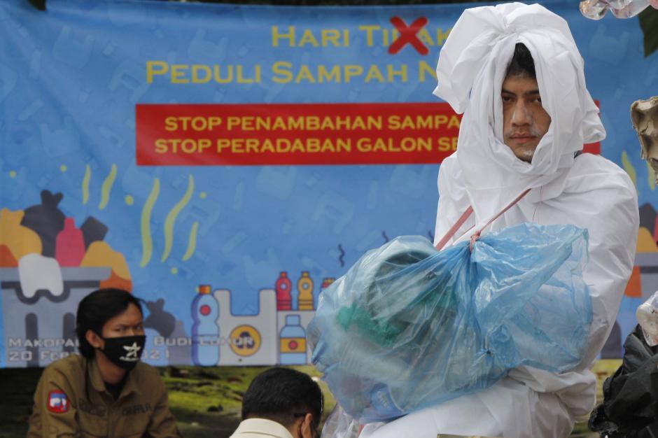 Aksi Stop Peradaban Galon Sekali Pakai Peringati Hari Peduli Sampah Nasional-4