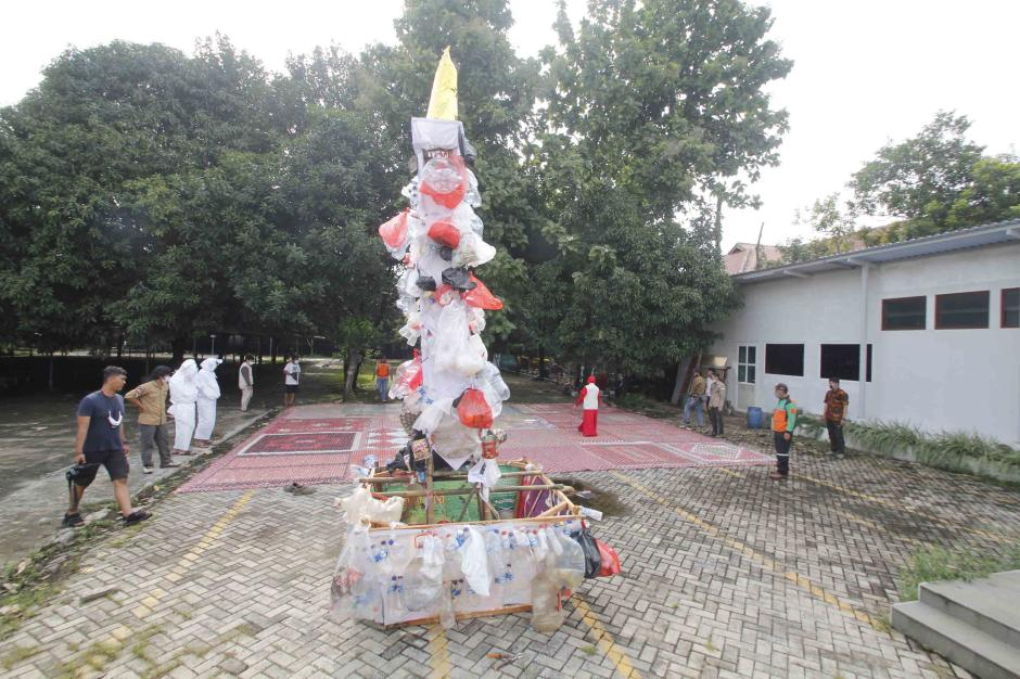 Aksi Stop Peradaban Galon Sekali Pakai Peringati Hari Peduli Sampah Nasional-3