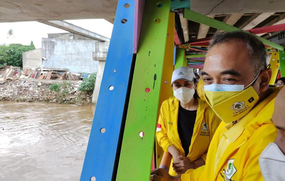 Golkar DKI Serahkan Bantuan untuk Korban Banjir Jakarta-1
