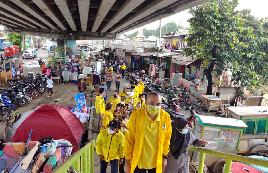 Golkar DKI Serahkan Bantuan untuk Korban Banjir Jakarta-0