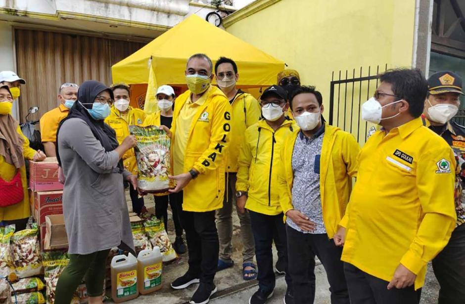 Golkar DKI Serahkan Bantuan untuk Korban Banjir Jakarta-3